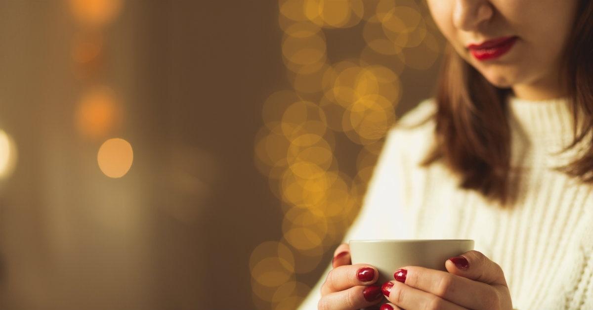 28900-womanholdingcup-woman-winter-christmas-red_1200w_tn.jpg (88.01 Kb)