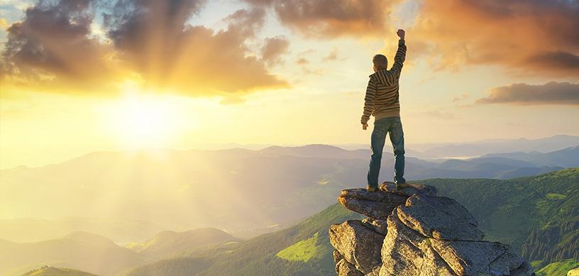 man-standing-on-a-mountain-top.jpg (93.76 Kb)